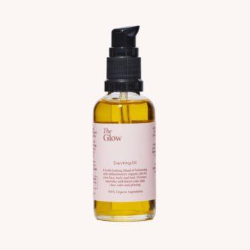 Das Everything Oil von The Glow Naturkosmetik ist ein leichtes entzündungshemmendes Ölserum für Gesicht, Körper und Haare.