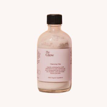 Der Cleansing Clay von The Glow Naturkosmetik ist ein sanft reinigendes Puder, was als tägliche Reinigung, als Peeling oder als Maske verwendet werden kann.